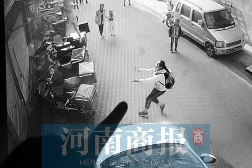 河南12岁小学女生勇接坠楼男童 称更怕小弟弟受伤