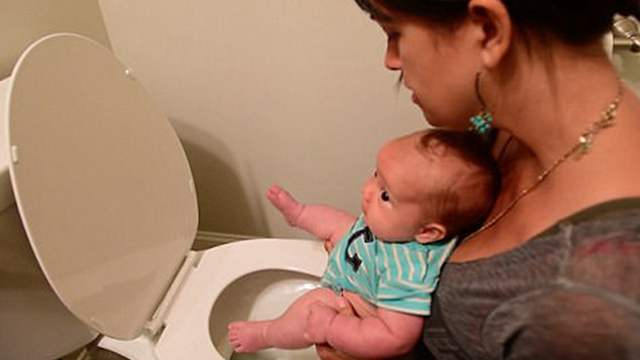 """美国育儿指导教父母""""把尿"""" 帮婴儿摆脱纸尿裤"""