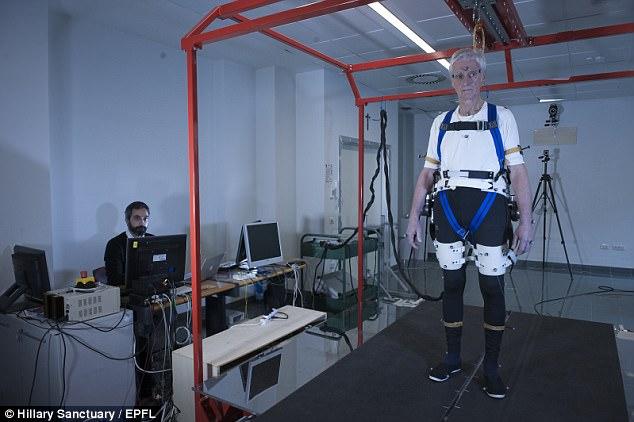 意大利研究人员设计外骨机器 智能防摔倒
