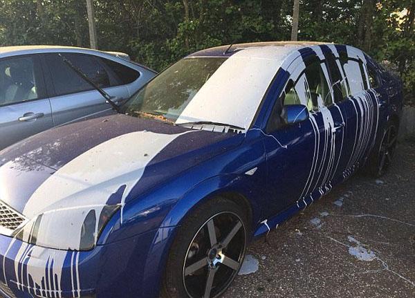 英汽车经销店遭暴徒打砸破坏 店内60辆车无一幸免