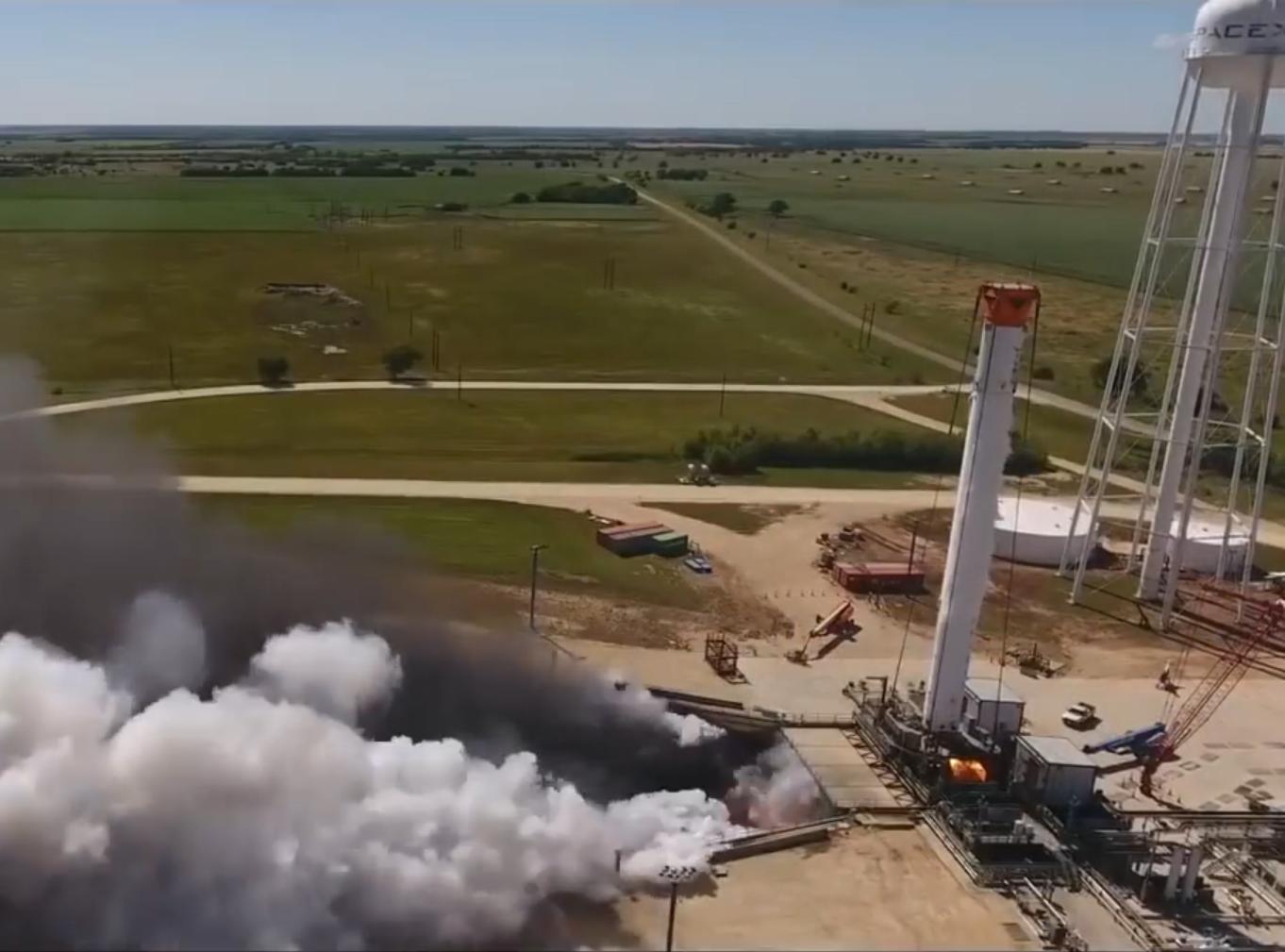 """[视频]科技雷不撕:SpaceX完成对""""猎鹰重型""""火箭的静态点火测试"""