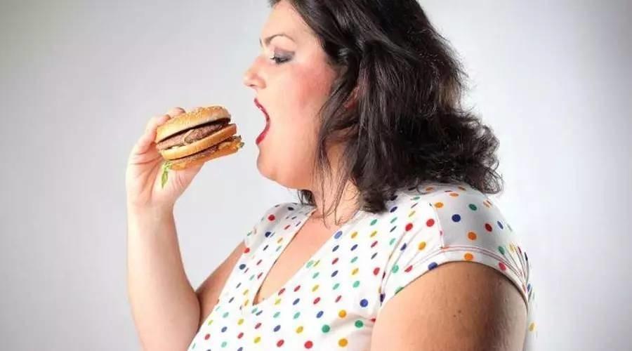"""""""负卡路里食物""""越吃越瘦?这大概是减肥谣言传得最广的一次……"""