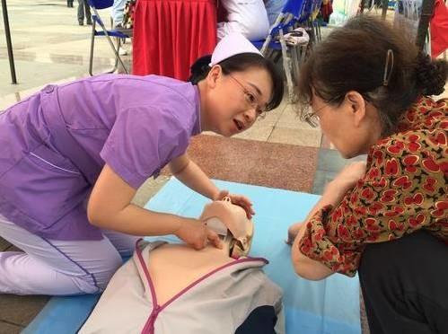 刘延东感谢350万护士:你们辛苦了!