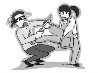 盗贼1小时没撬开保险箱 抢环卫大妈被空手夺刀