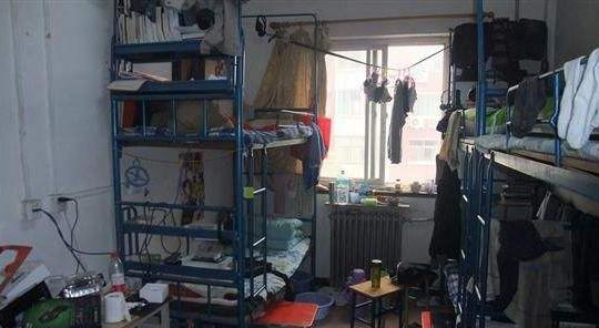 安徽滁州高校一男生坠楼身亡 警方:未受欺凌