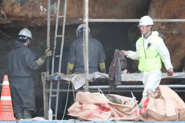 世越号船体内发现12块疑似失踪者遗骨
