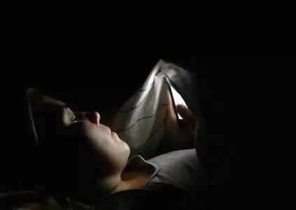 睡前2个动作,每晚5分钟,补肾又强身