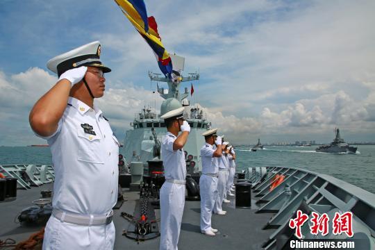 黄山舰参加新加坡海军成立50周年国际舰队检阅活动