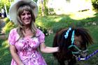 变性妇女穿萝莉装找到自信