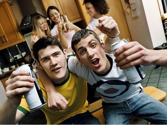 美专家:影视作品饮酒场景会对青少年造成负面影响