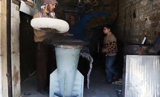 """叙利亚民众的日常:用""""火箭弹""""烙大饼"""