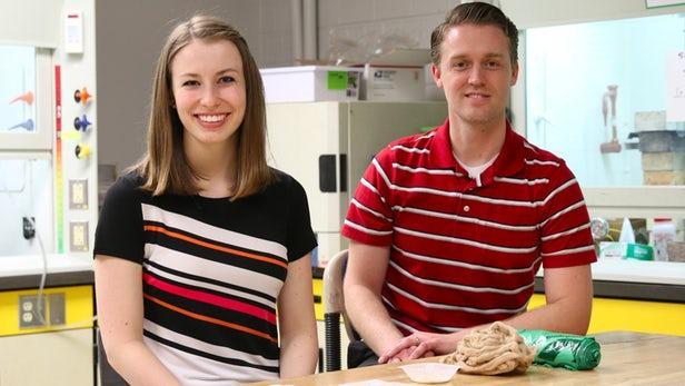 科学家利用玉米、棉花和藻类制造出卫生巾