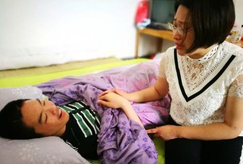 中国好老师:为昏迷学生发起轻松筹 终使其意识唤醒