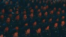 美军乐团演奏中国国歌 台下几百解放军起立合唱
