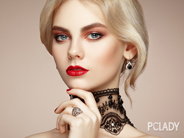 什么眼霜好 女人什么时候什么年纪用眼霜最好