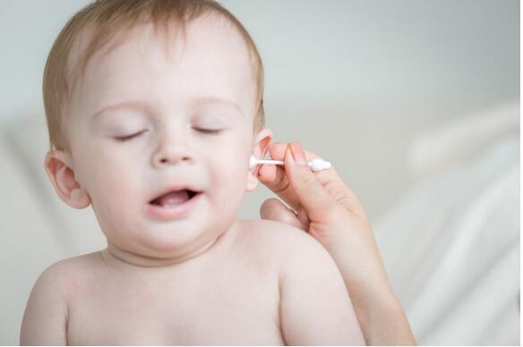 美研究:清洁耳朵要当心 棉棒易造成孩子耳部受伤