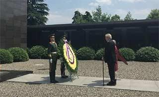 大屠杀纪念馆迎在职外国总统参观