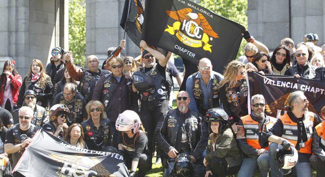 马德里哈雷戴维森摩托车游行 吸引数千爱好者