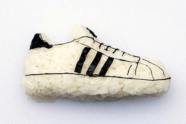 """可以吃的鞋!意主厨创作""""寿司运动鞋""""极具创意"""