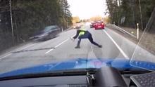 给力!交警一招制服吸毒酒驾疯狂闯卡司机