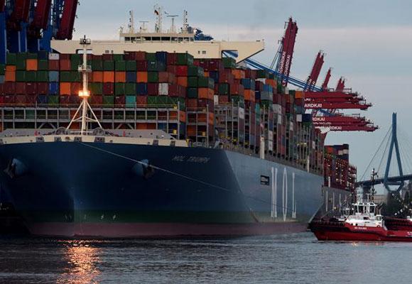 世界最大集装箱船抵达德国汉堡港