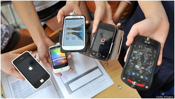 世卫组织:青少年近年上网时长骤增 威胁身体健康