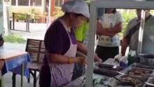 泰国大妈2元快餐卖10年 只为穷人吃得饱饭