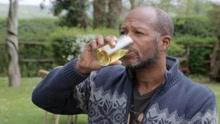 男子喝尿减肥百斤称能解决粮食危机