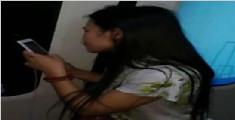 女子强闯地铁车厢 头发被车门夹住苦撑6站