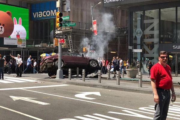 美国纽约时代广场发生汽车撞人事件 至少1死22伤