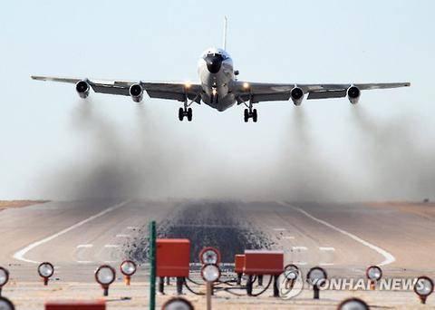 """美媒:中国战机东海""""桶滚拦截""""美核侦察机"""