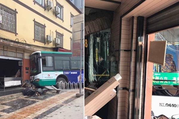 昆明一公交撞进小吃店 近10人受伤