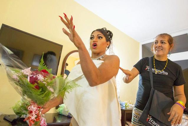 探访古巴变性同性伴侣的婚礼