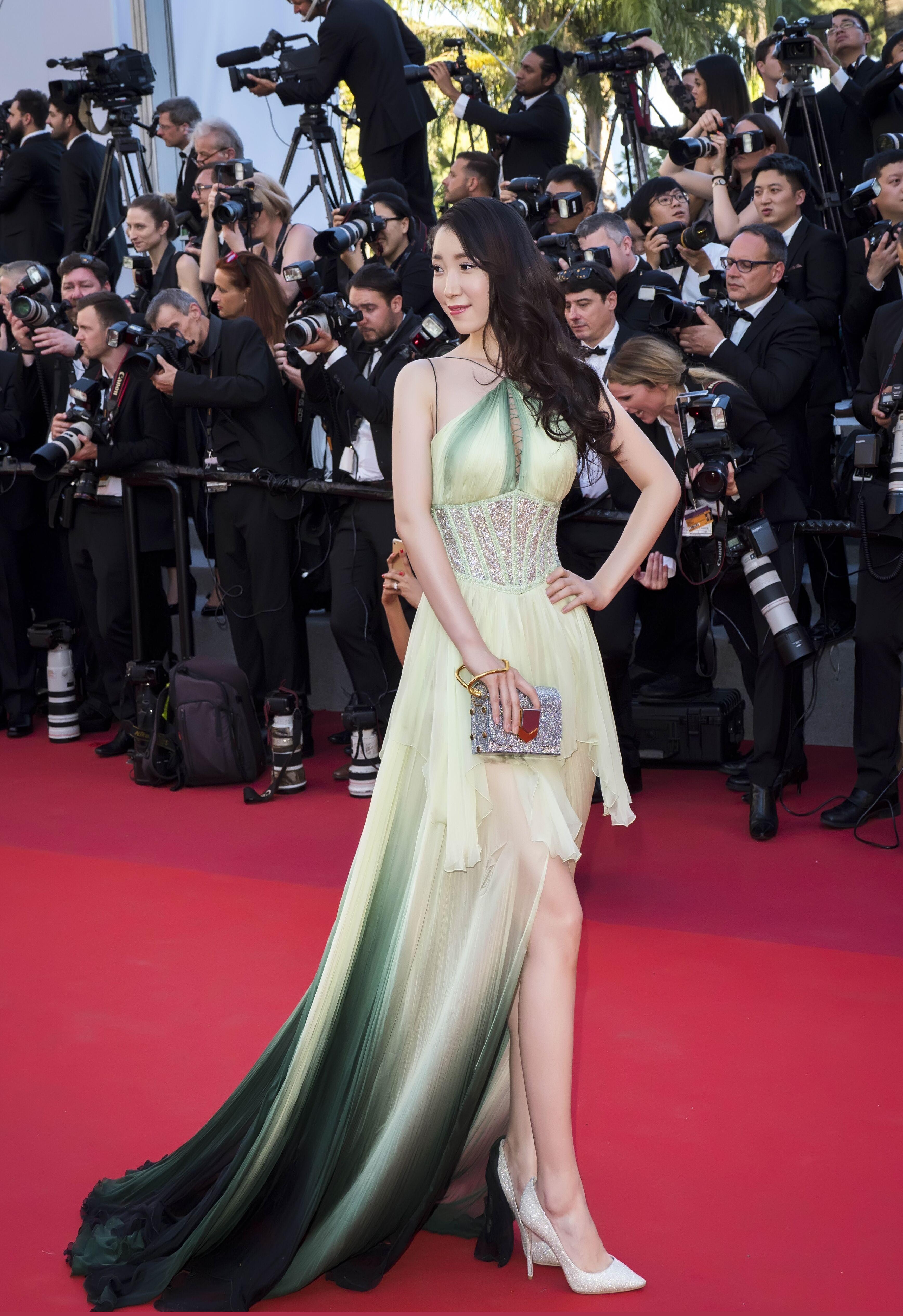 李智雪受邀出席戛纳电影节 长裙亮相红地毯成焦点