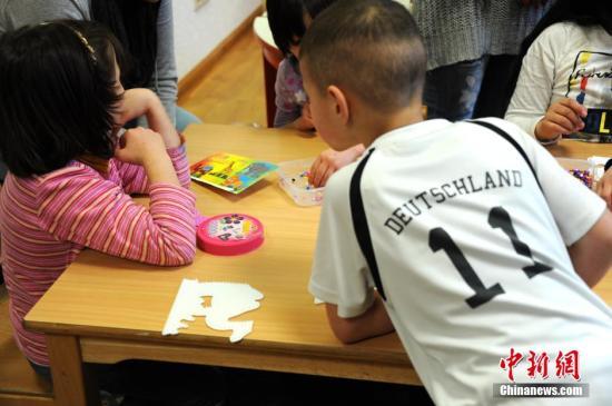 德议会通过新法案 严格规定难民避难和驱逐原则