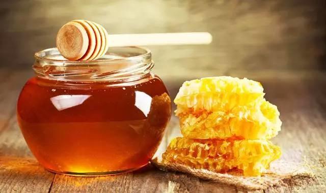 """蜂蜜加一宝,胜似""""神仙草"""",医生经常喝它(超管用)"""