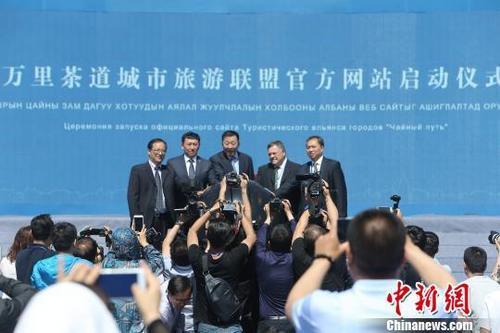 """中国侨网第五届中蒙俄""""万里茶道""""市长峰会开幕式现场。 张云 摄"""