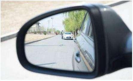 用后视镜判断车距一定要学 必要时救你一命