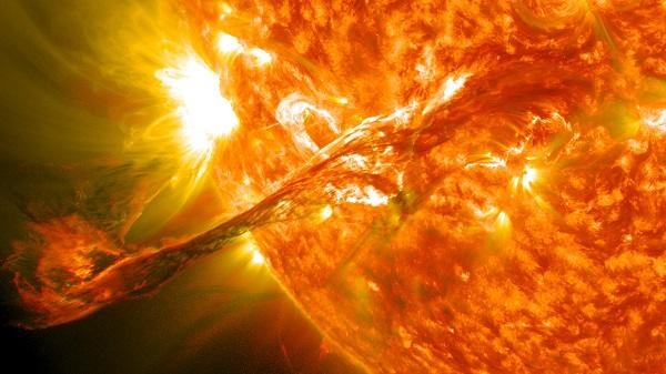 人类首次直接探测太阳大气外层磁场