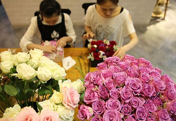 """湖北玫瑰花盒售价1314元 成""""520""""表白神器"""