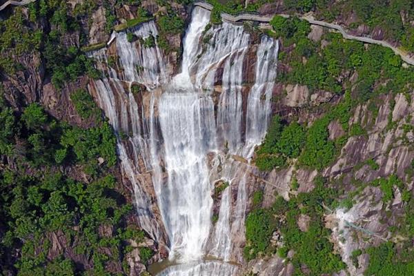 浙江天台山大瀑布中断60年后重现
