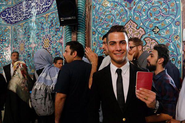 伊朗民众排队投票选总统 男子因长相酷似C罗引围观