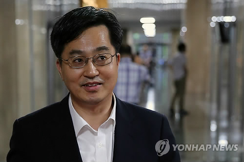韩国总统文在寅公布部分内阁成员和幕僚新人选
