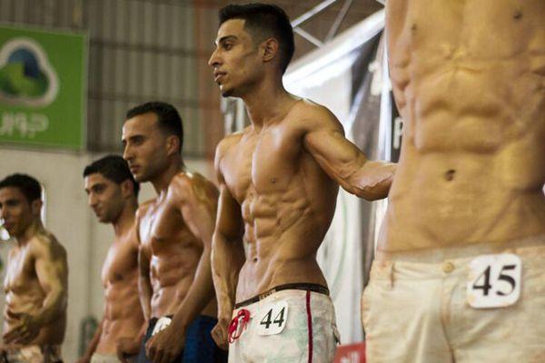 巴勒斯坦举行健美大赛 看肌肉型男秀身材