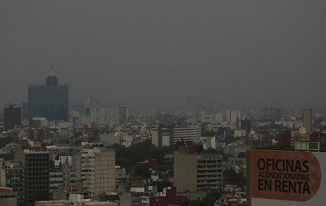 墨西哥城经历20年来最长空气污染 黑暗吞没城市
