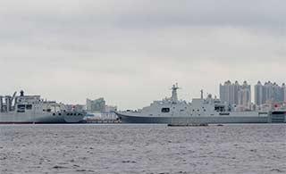 南海舰队军港内军舰数量不少