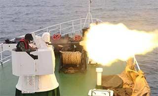 海警船上武器怒喷火舌威力大