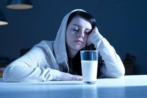 专家提醒喝奶两小时后再睡觉