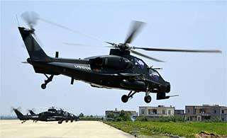 东部战区多款直升机升空训练