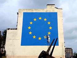 英神秘艺术家针对英国脱欧绘制巨幅壁画